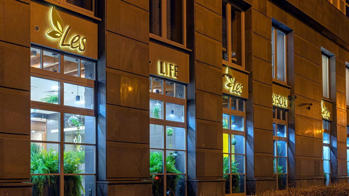 Буквы из нержавеющей стали для кафе