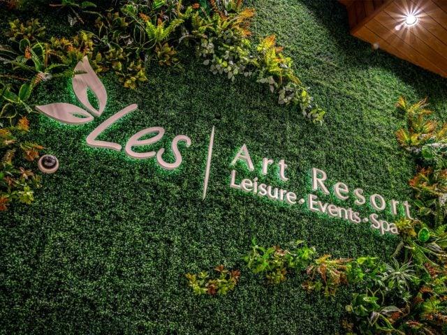 «Les Art Resort», интерьерная вывеска и таблички
