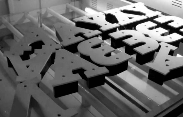 Буквы из жидкого акрила