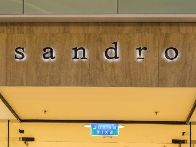 Интерьерная вывеска «Sandro», Москва, ТЦ Вегас