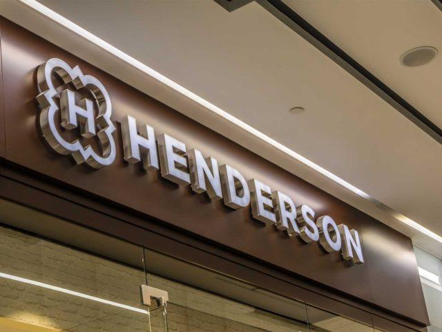 """Интерьерная вывеска магазина """"Henderson"""", Москва, ТЦ «Авеню»"""