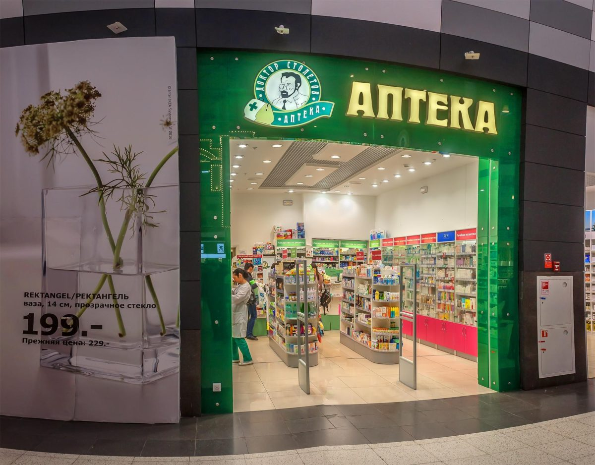 Интерьерная вывеска для аптеки, фото работы компании «Атлас-групп»